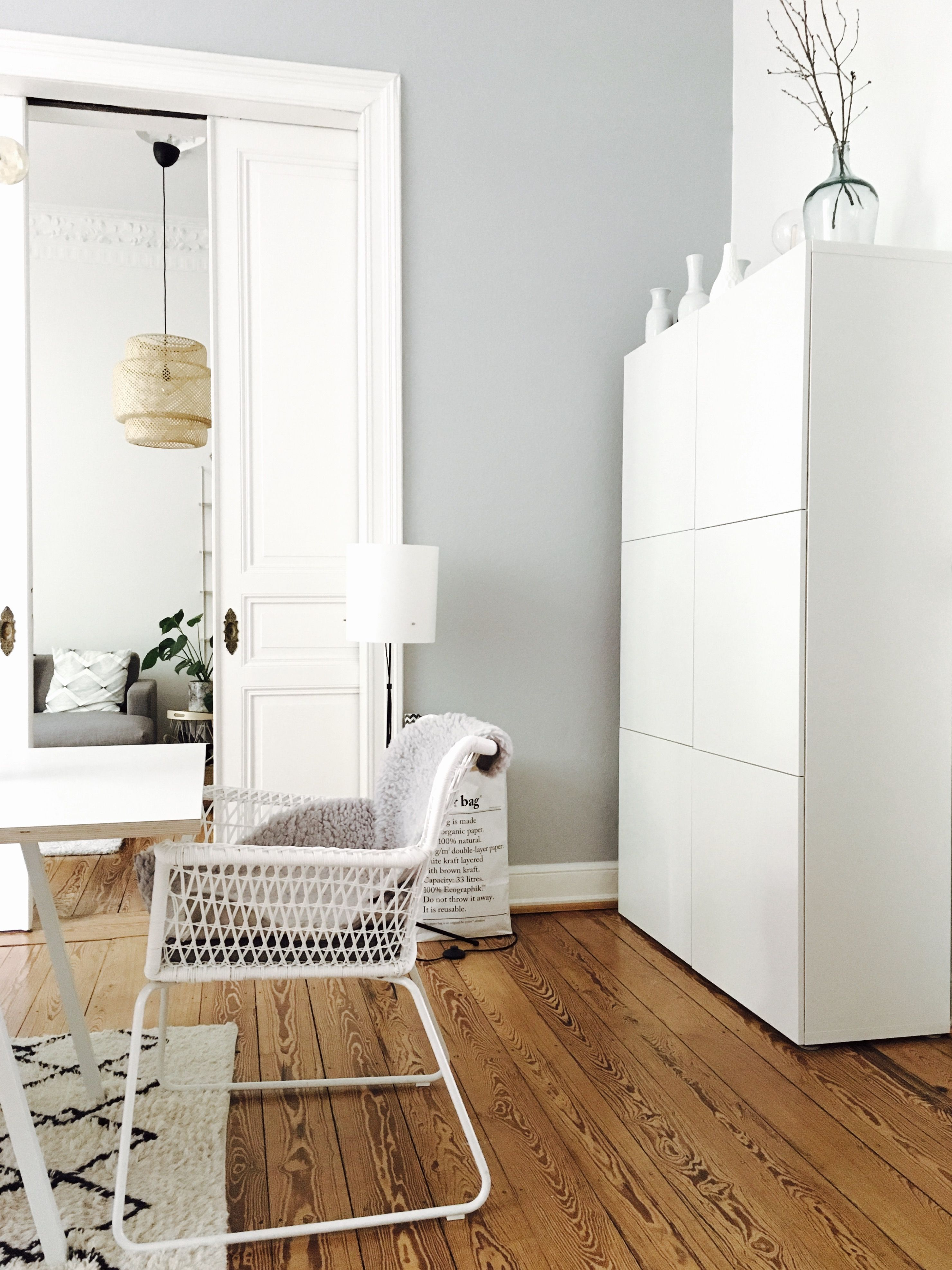 Skandinavisch wohnen: Mit Pastelltönen, natürlichen Holz und viel Weiß. (c) Liebling Blog #skandinavischwohnen