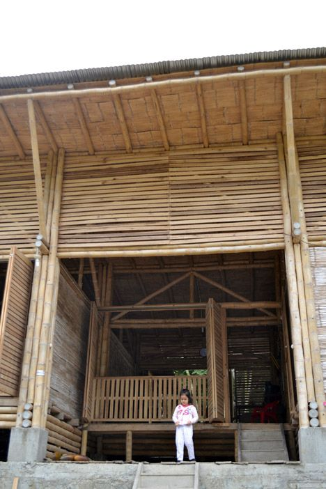 Low Cost Ecuador House Built With Rainforest Wood And Bamboo In 2020 Bamboo Architecture Bamboo Structure Bamboo Roof