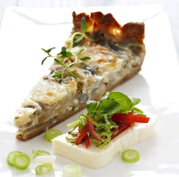 Baking/Leivonta: Red onion pie/punasipulipiirakka