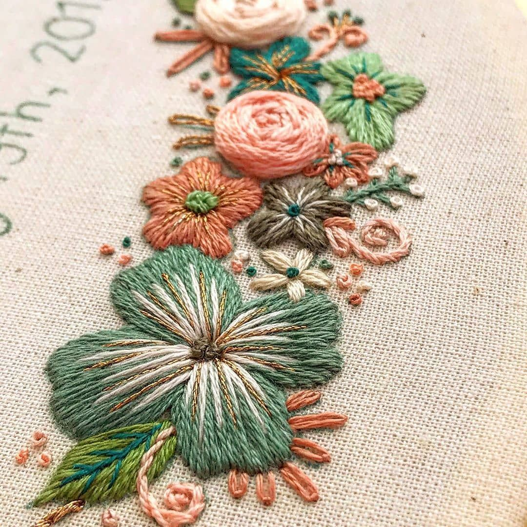 "@embroidery.video on Instagram: ""@threadypulse  #fibreart #modernhandembroidery #floralembroidery #вышивка #вышиваю #вышивкагладью #объёмнаявышивка #embroidery"""