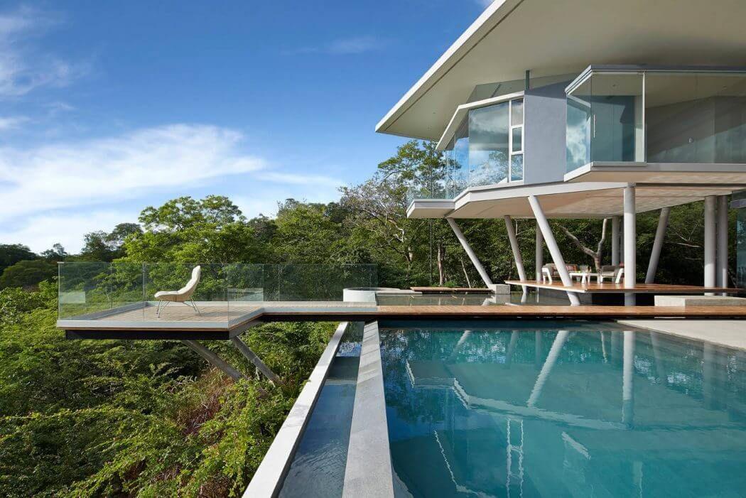 Contemporary House by Cañas Arquitectos