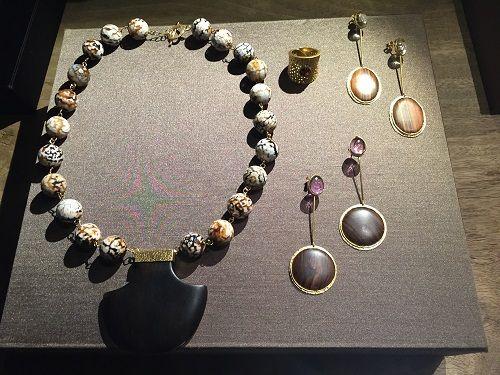 Ontem decorreu no hotel Double Tree By Hilton Fontana Park Lisboa, mais uma mostra do talento do jovem criador de jóias Pedro Afonso Pereira. O design e os materiais remetem-nos para a longínqua África.
