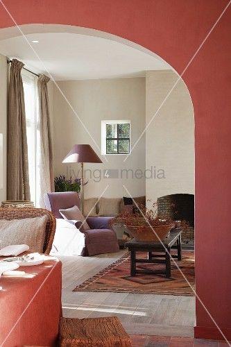 living4media - lachsrot getöntewand im esszimmer mit breitem, Hause deko