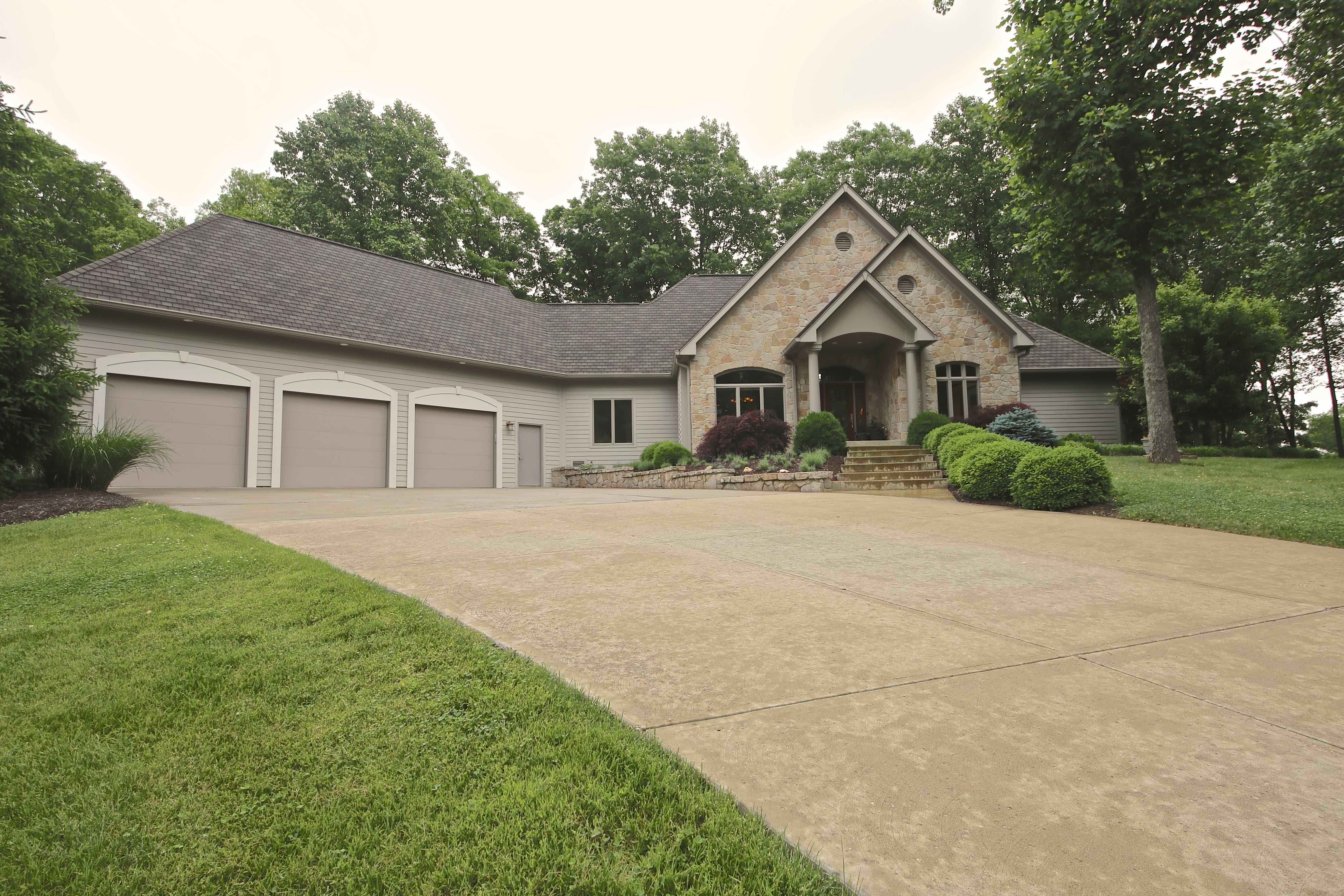 2724 E Pedigo Bay Dr Bloomington In 47401 Juansells Com House Styles Bloomington Indiana University Bloomington Campus