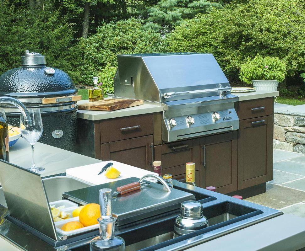 Best This Compact Outdoor Kitchen Design Packs Powerful 400 x 300