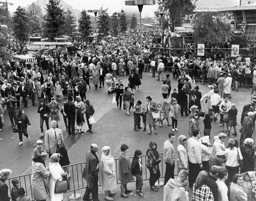 People await entry to the popular Pepsi exhibit on Oct. 10, 1965.