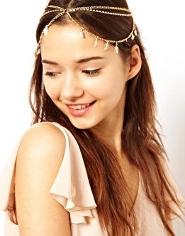 Tendencias de moda en accesorios para el pelo  Diadema con cadenas ... 17c1332a61cc