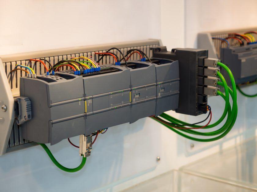 Curso Presencial De Autómatas Programables Con Tia Portal Simatic S7 1200 Básico En Barcelona Automatizacion Industrial Automatizacion Electrotecnia