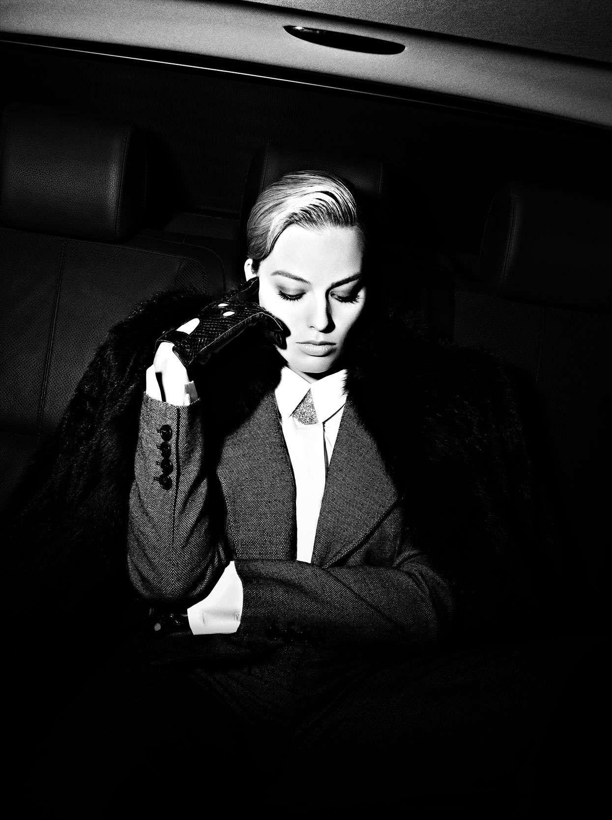 Black leather gloves brisbane - Celebrities In Gloves Margot Robbie Wearing Black Leather Gloves
