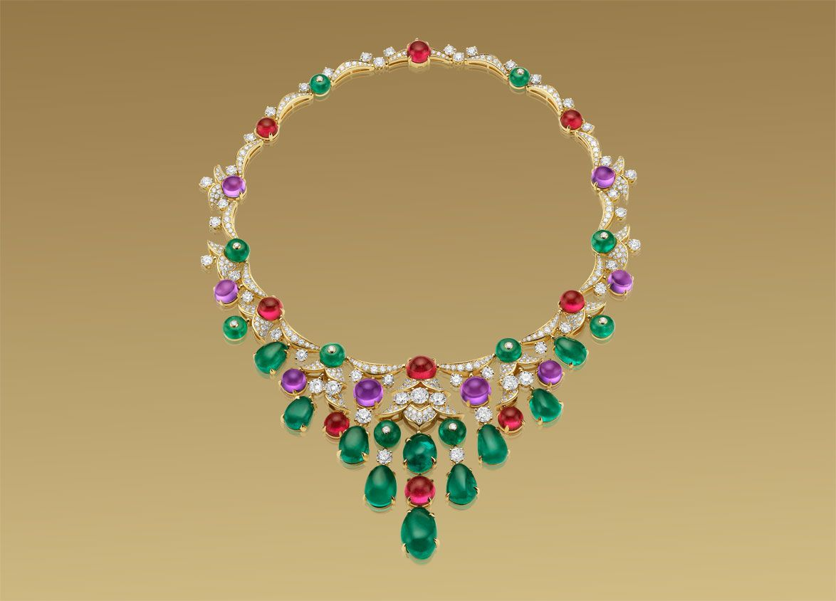 BVLGARI High Jewellery necklace in white gold with 10 emerald beads (43,00 ct), 10 emerald tumbles (78,25 ct), 8 cabochon cut amethysts (38,00 ct), ...