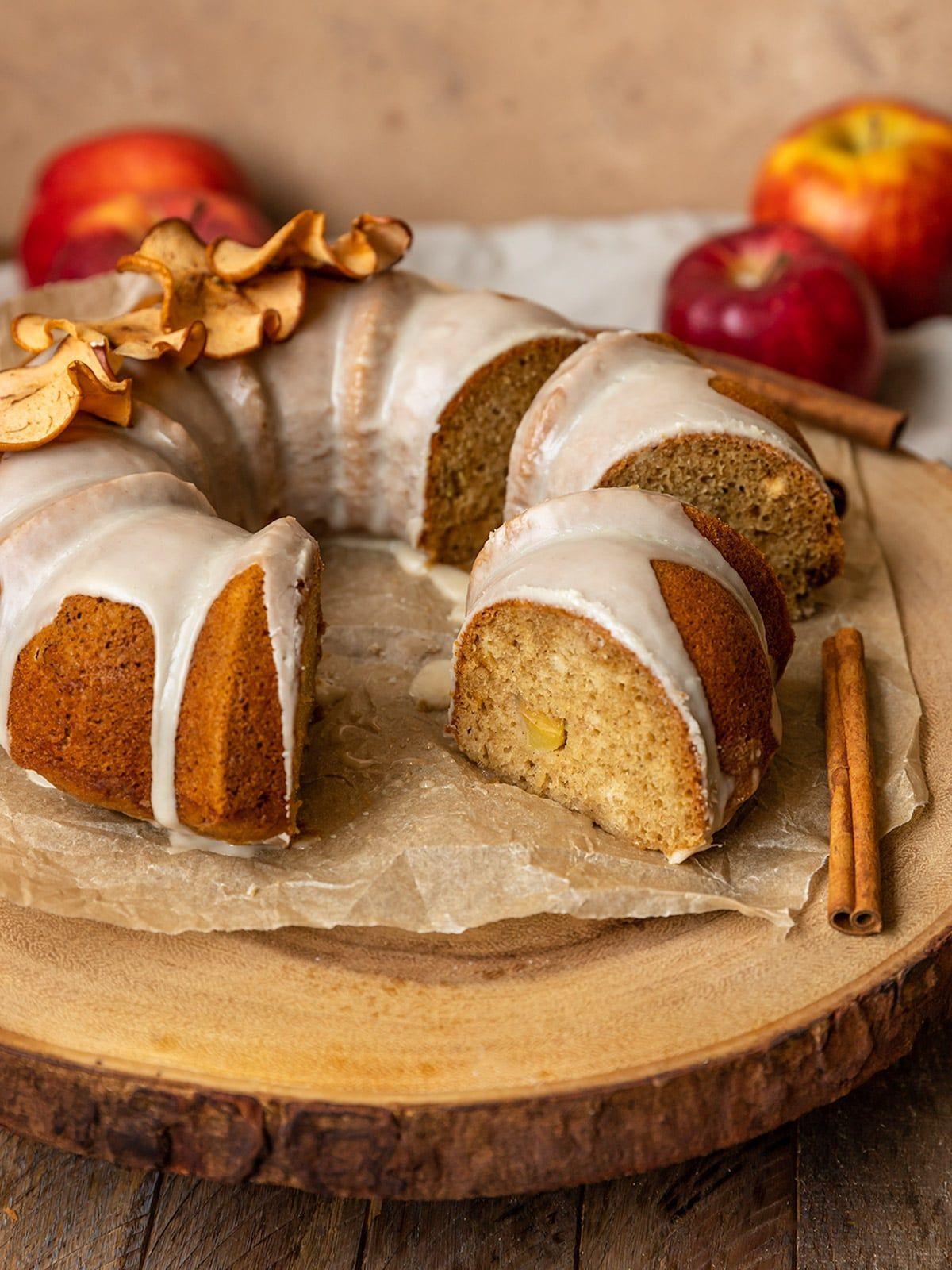 Vegan Apple Cider Bundt Cake In 2020 Apple Spice Cake Vegan Apple Cake Hannukah Recipes