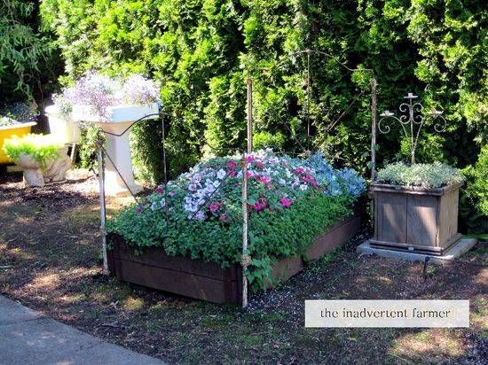 Photo of Recycling Metal Bed Frames for Flower Beds, 20 Creative and Eco Friendly Backyard Ideas