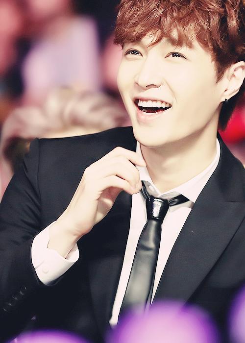 Happy Yixing that smil...