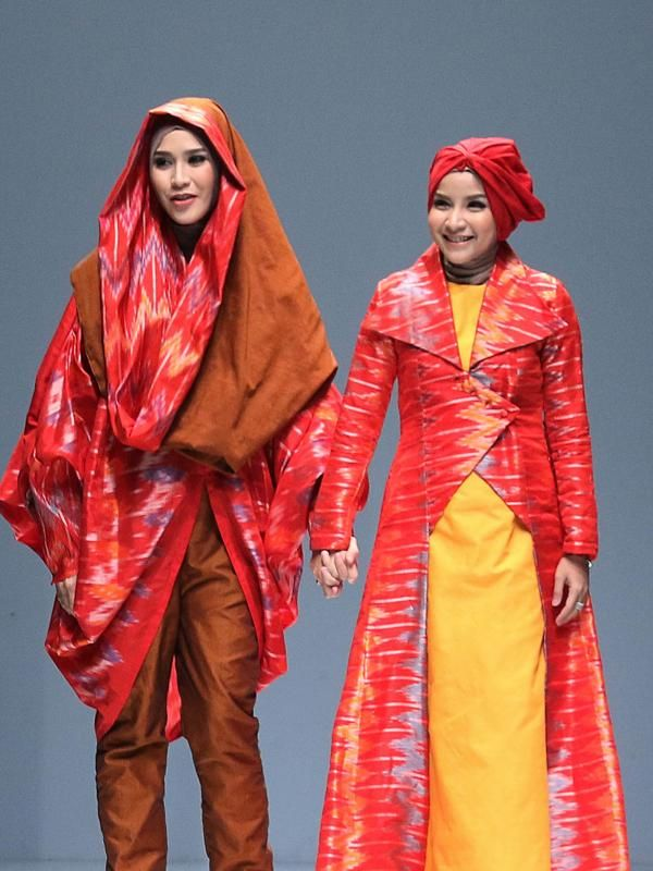 Api Zaskia Adya Mecca Membara Di Jakarta Fashion Week 2016 Busana