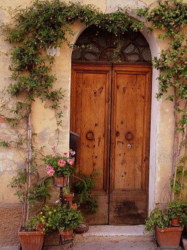 Flowered Tuscan Door Decorating Design