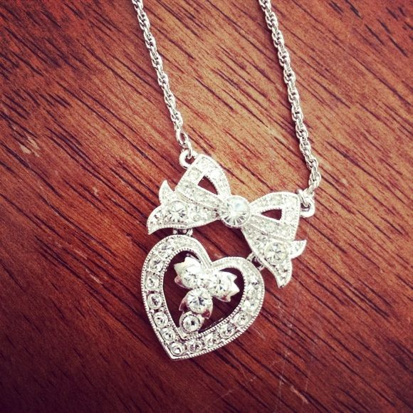 Jewelry - 🎀❤️Bow and Heart necklace
