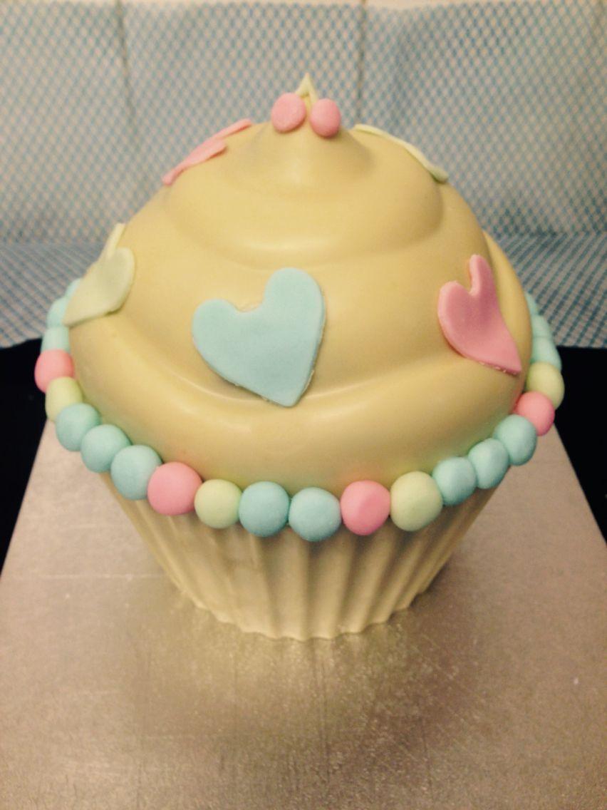 Inside out kinder egg smash cupcake