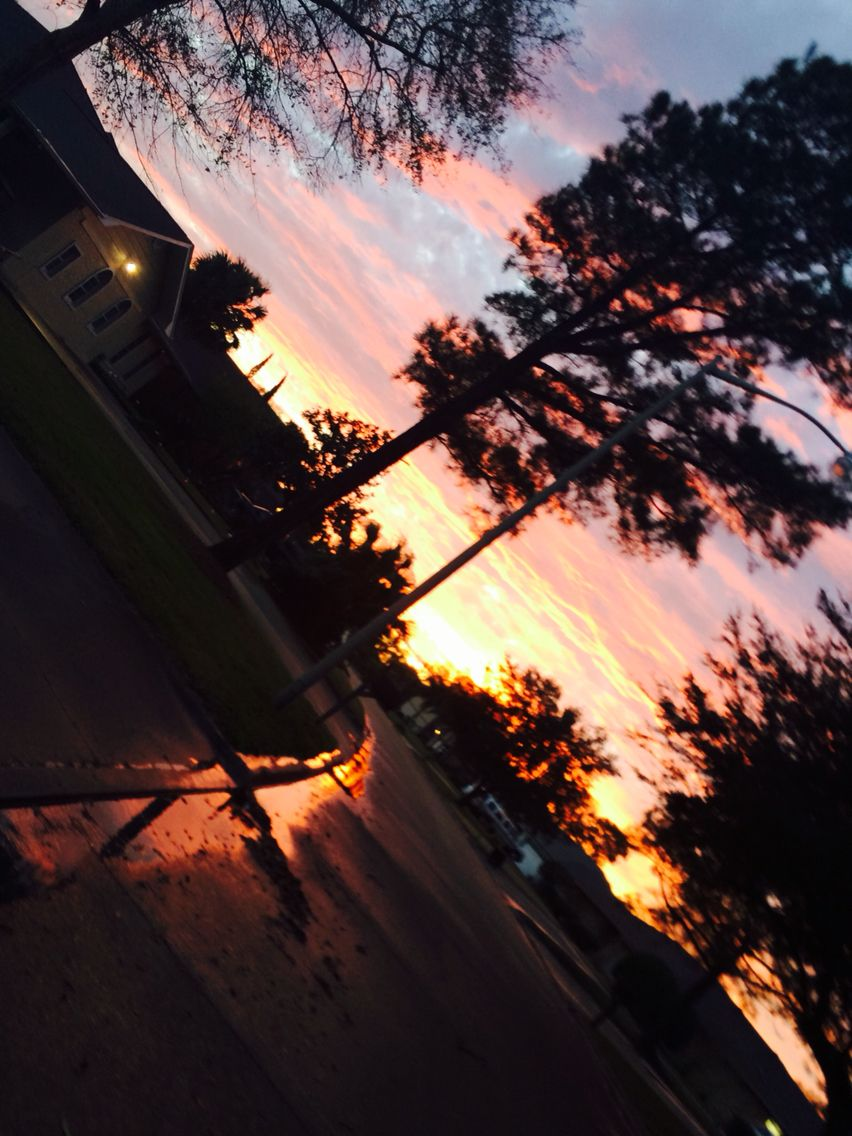 Beautiful Sunsets Amazing Sunset That Lit Up The Whole Street I Took It Not My Favorite But Still I Try My Best Amazing Sunsets Beautiful Sunset Sunset