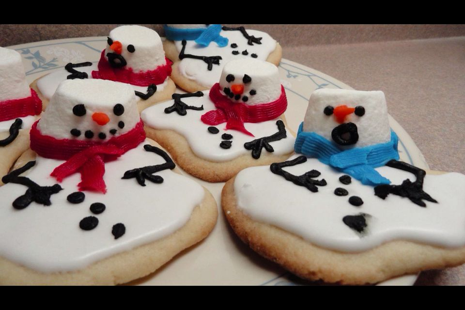 Melted snowman cookies!! Cutee