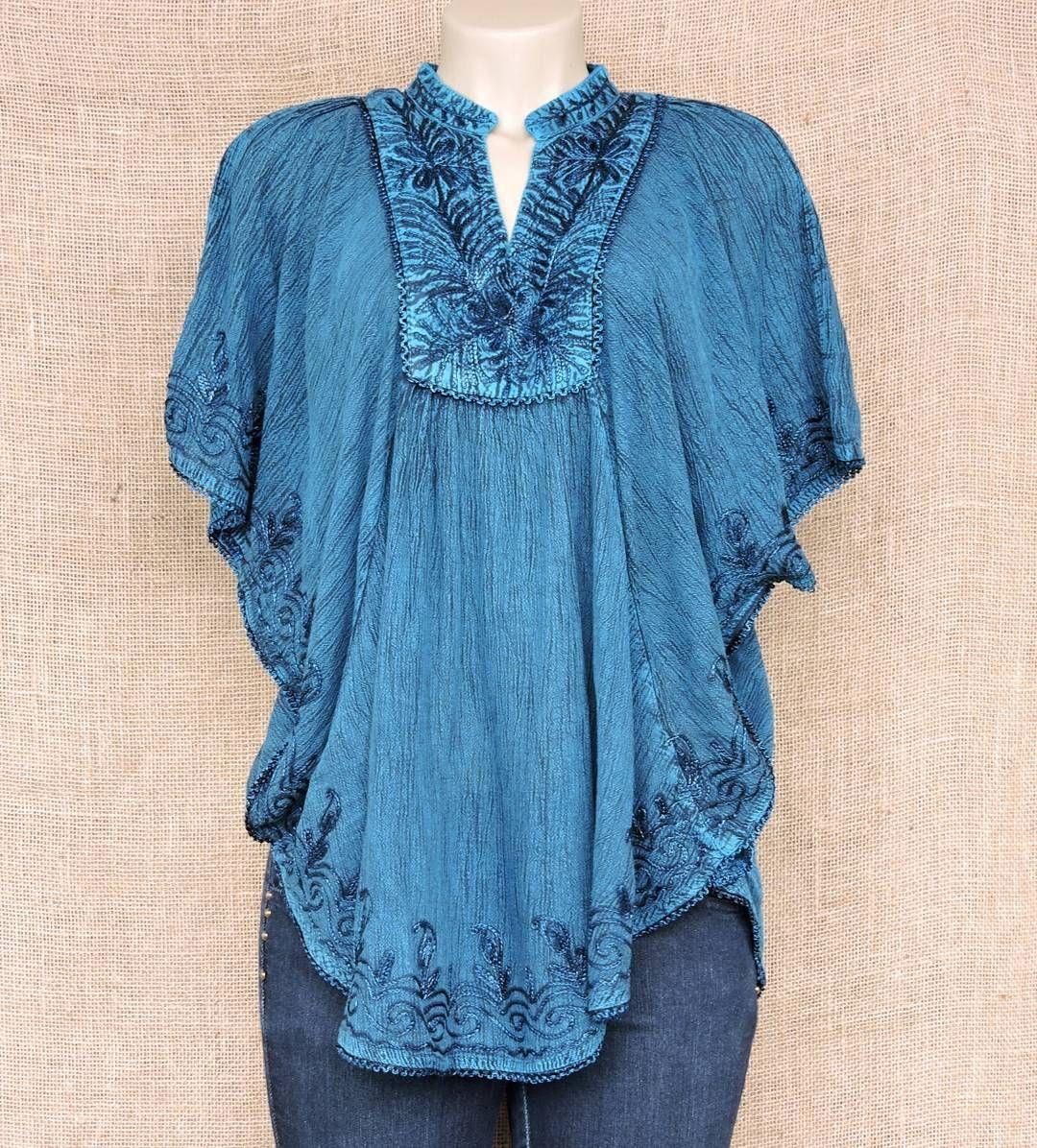 Batas poncho no melhor estilo batik indiano e bordadas por R$6990.  Mais cores pelo nosso whatsapp: 13982166299  #modaindiana #modaetnica #batik #hippiesoul #bohochic