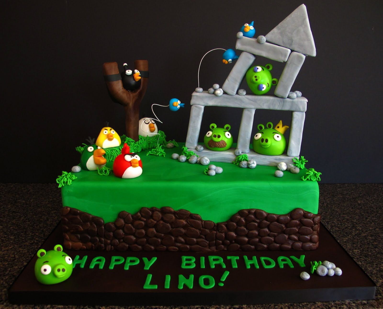 Angry Birds in action cakereally want to make this for Joshs