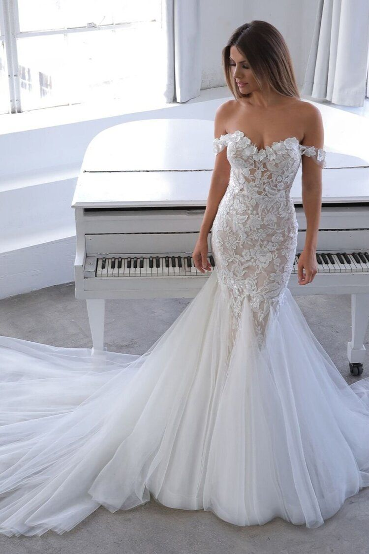 Blue By Enzoani Wedding Dresses Strapless Mermaid Wedding Dress 3d Floral Lace Wedding Dress Wedding Dresses Fitted Wedding Gown Enzoani Wedding Dresses [ 1125 x 750 Pixel ]