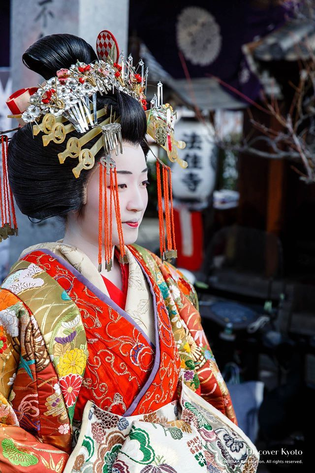 Geishas. A woman dressed as a tayuu Modern Pictures, Japanese Culture,  Japanese Art, Japanese