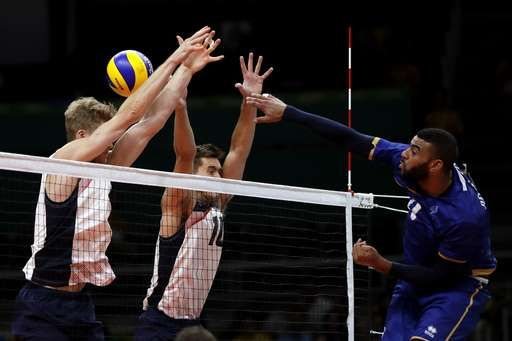 Us Men S Volleyball Team Beats France Stays In Medal Chase August 13 2016 France S Earvin Ngape Mens Volleyball Volleyball Team Summer Olympics 2016