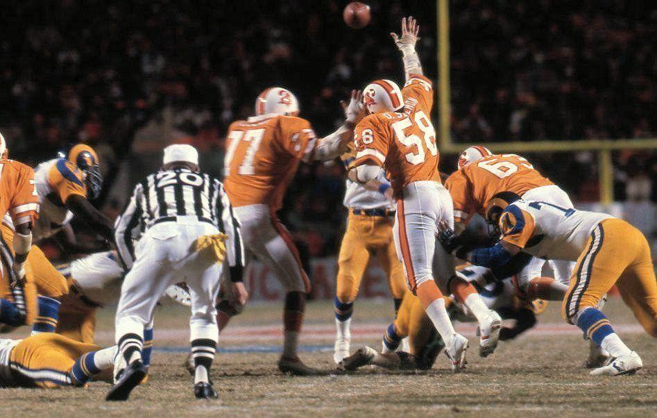 Bucs put a pass rush on Vince Ferragamo, 1979 NFC Title game | Buccaneers football, Football cheerleaders, Nfl football