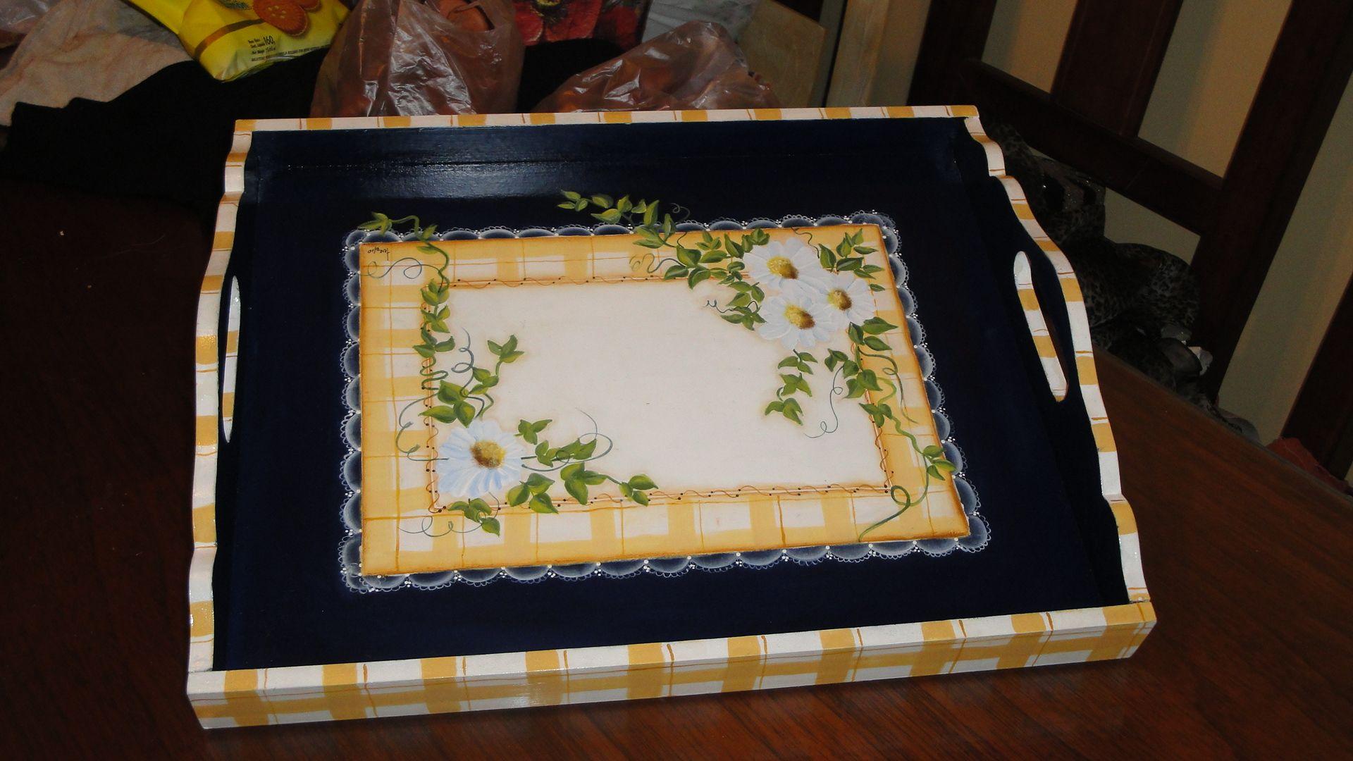Bandejas de madera pintadas en acrilico buscar con - Bandeja para cubiertos ...