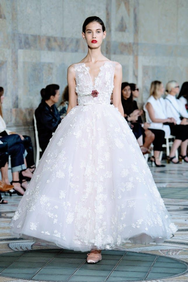 Runway: Giambattista Valli Fall 2017-2018 Couture