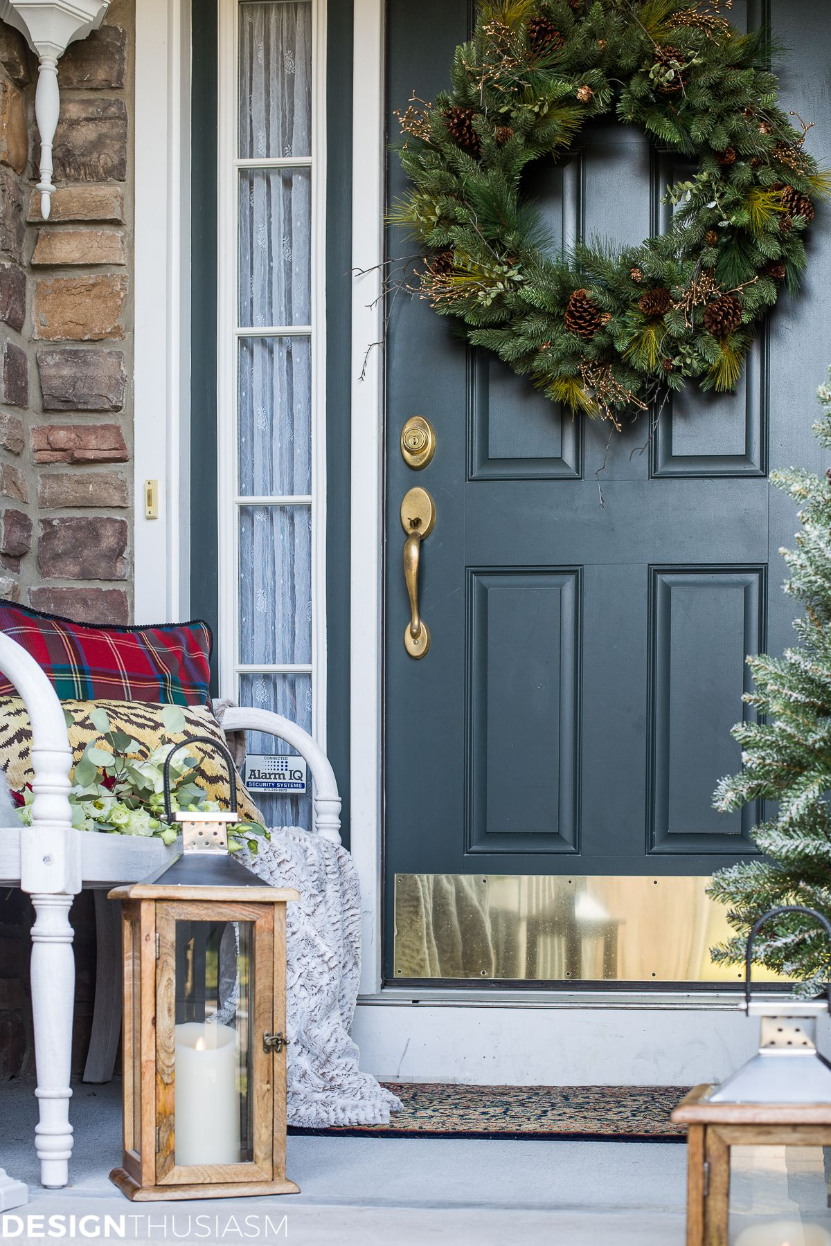 Outdoor porch christmas decorations  Easy Outdoor Christmas Decorating Ideas for a Tiny Front Porch
