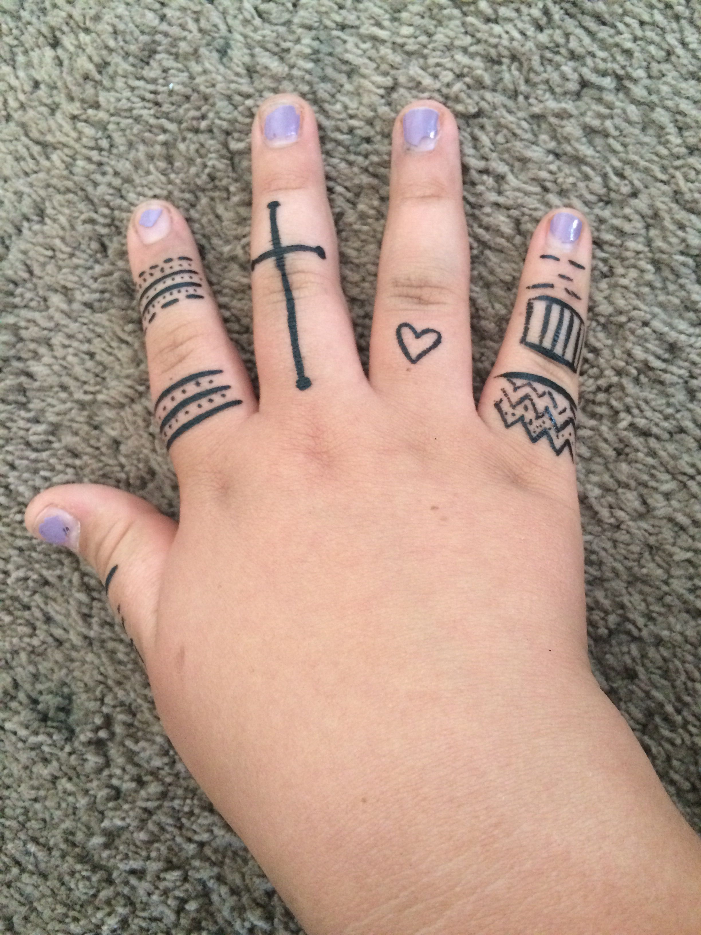 Diy temporary tattoo. All you meed is liquid eyeliner and
