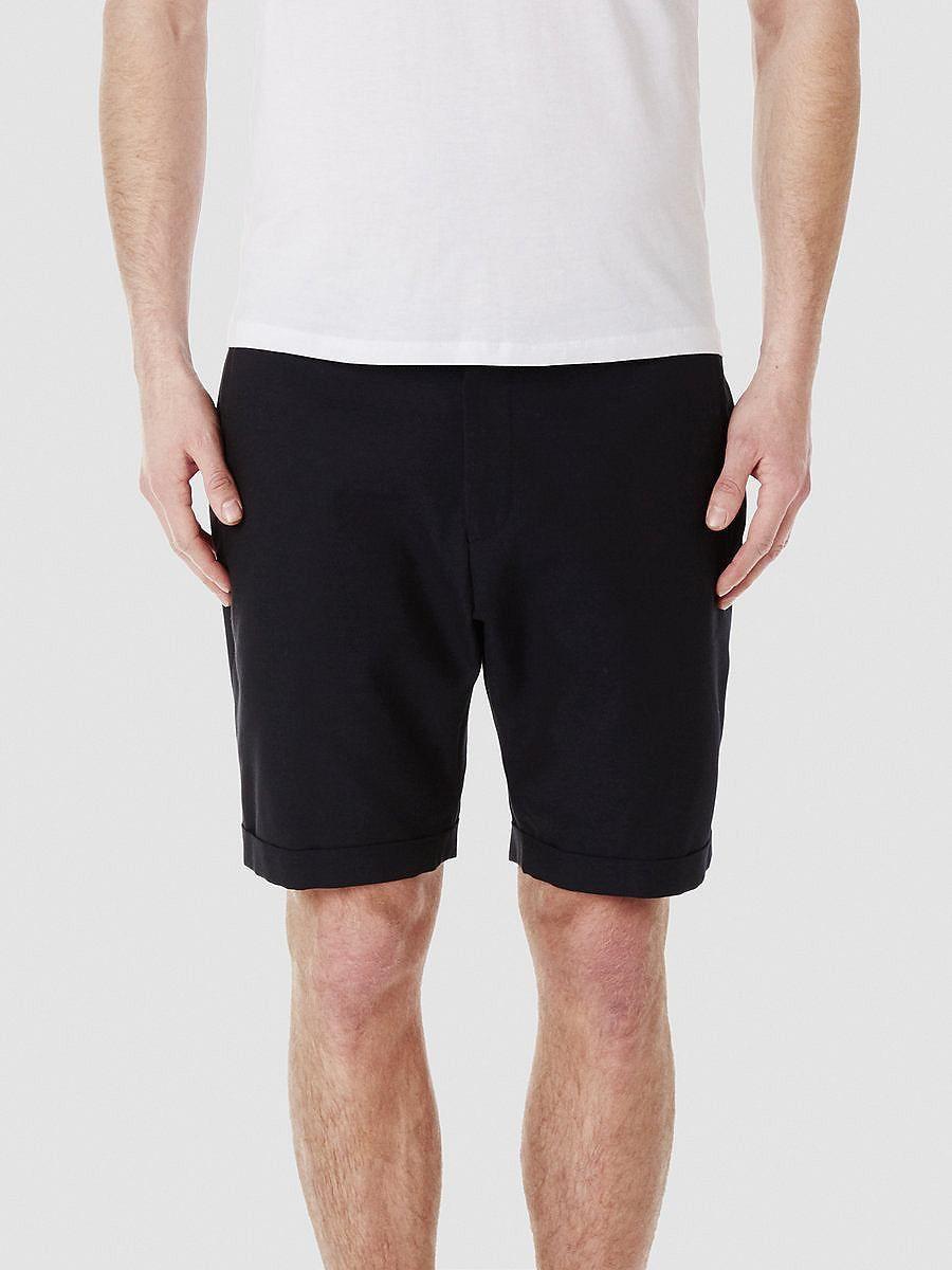 Identity SELECTED Homme - Regular fit - 50 % Wolle, 50 % Baumwolle - Paspeltaschen - Eine Gesäßtasche hinten mit Klappe und Knopf - Gürtelschlaufen - Reiß- und Knopfverschluss - Aufschlag - Glatte und weiche Qualität. Diese Shorts sind stylisch und daher perfekt für etwas formellere Anlässe im Sommer. Die Woll-/Baumwollmischung verleiht der Shorts ein sehr bequemes Tragegefühl wenn die Temperat...