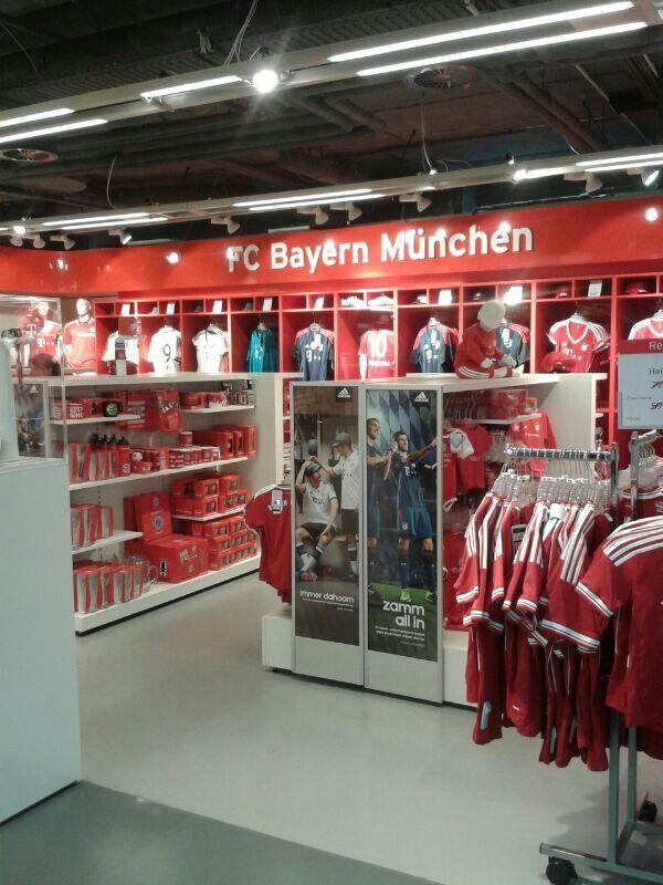 big sale 6c0b3 b5934 Fan-shop FC Bayern   super_soccer   Munich, Bayern, Germany