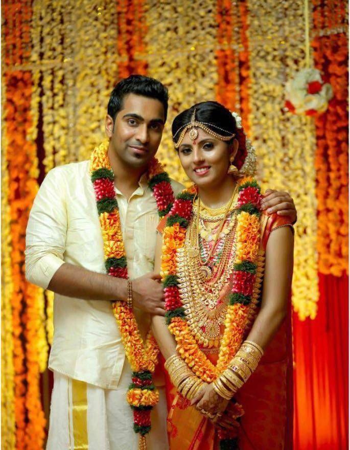 Kerala Wedding Photos Collection | Indian wedding garland, South indian wedding saree, Wedding ...