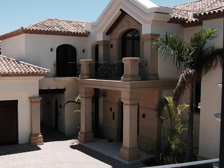 15 Fachadas De Casas Con Balcones En Mexico Homify Homify Casas Con Balcon Casa Estilo Californiano Casa Con Cantera