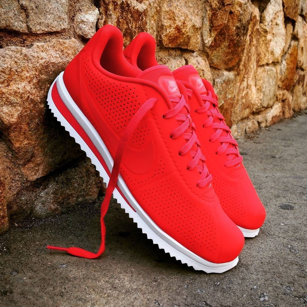 premium selection 5b8a5 06530 Pin by Taj Thomas on Footwear in 2019 | Nike cortez red ...