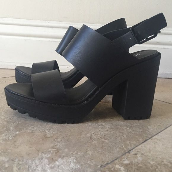 4a57a7add63 H   M Black Platform Sandals DIVIDED BY H M super cute    no flaws    brand  new !    sold out in stores ! ( Front Platform height - 1 1 4 inch ) (Heel  ...