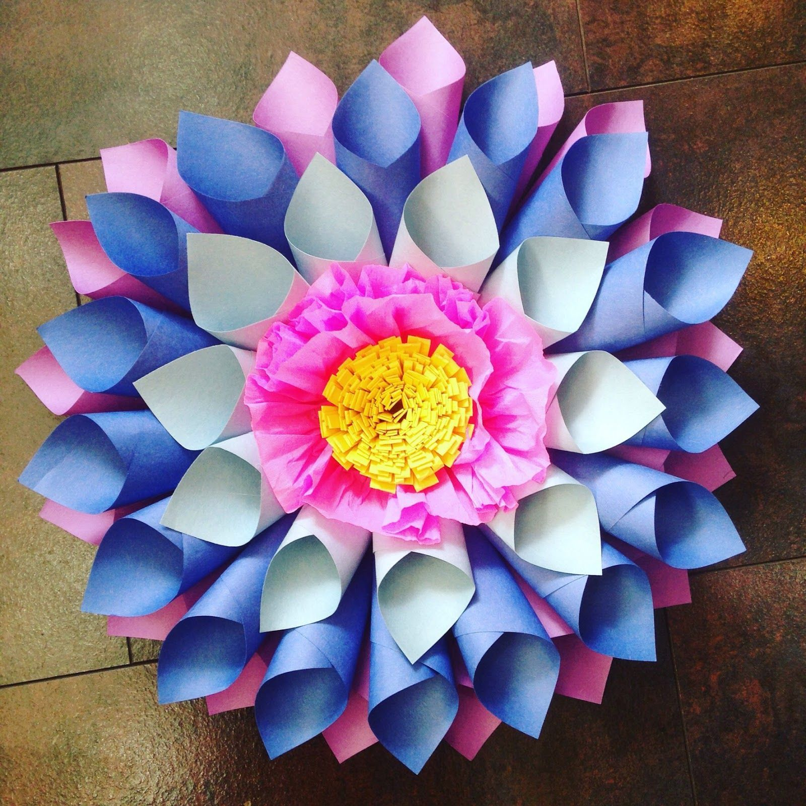 Image result for construction paper flowers #constructionpaperflowers Image result for construction paper flowers #constructionpaperflowers