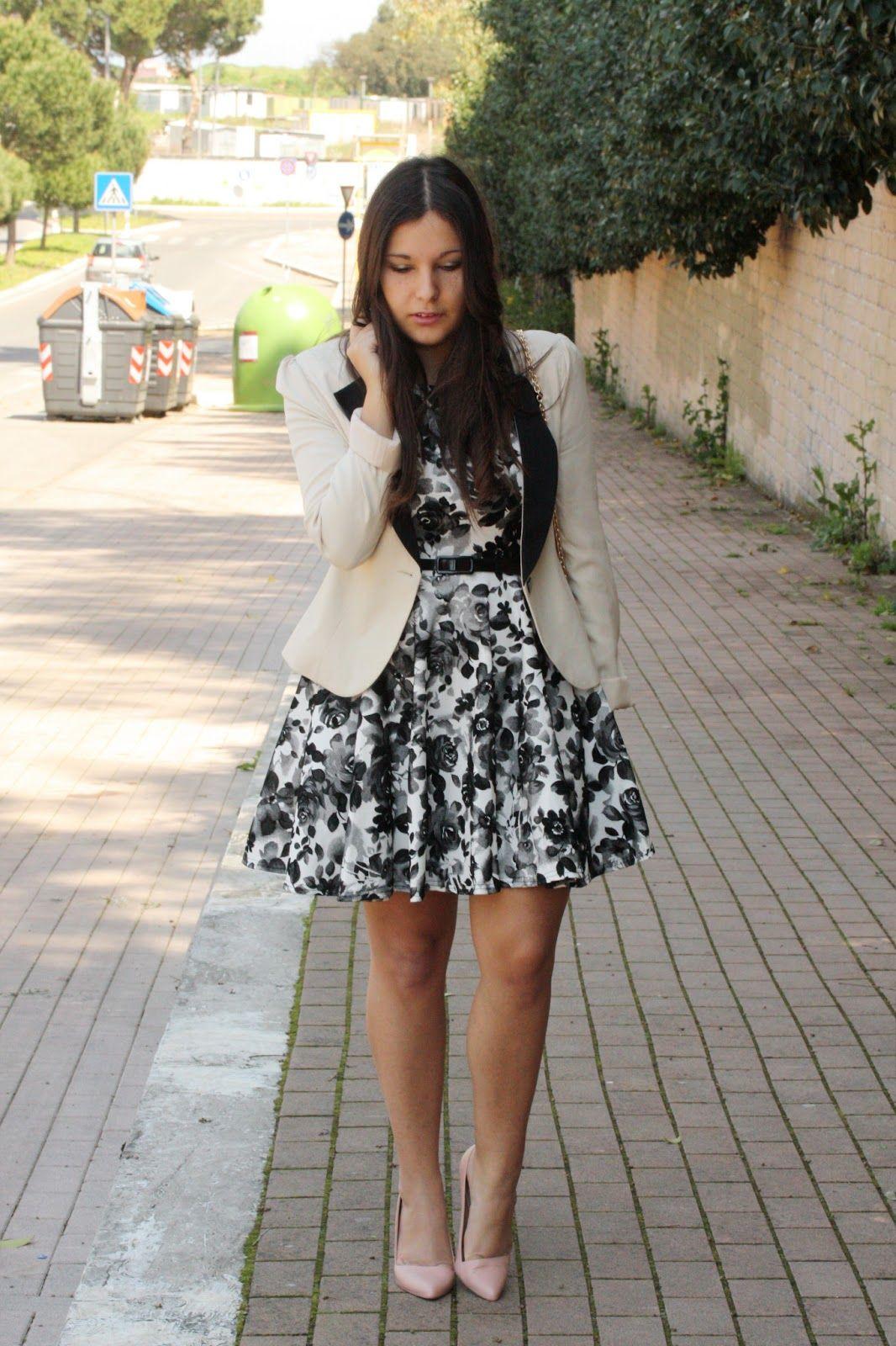 Accessori su abito nero e bianco