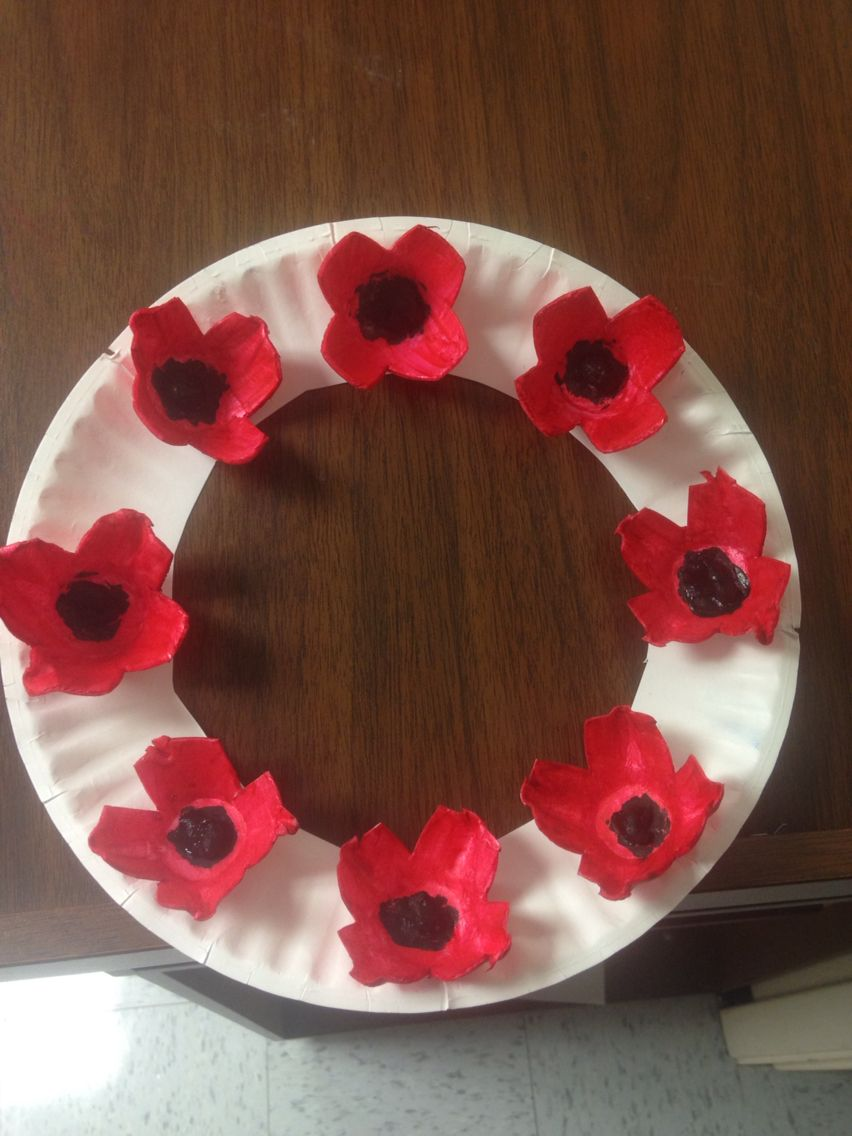 Veterans Day Poppy Wreath made with a paper plate and styrofoam egg cartons
