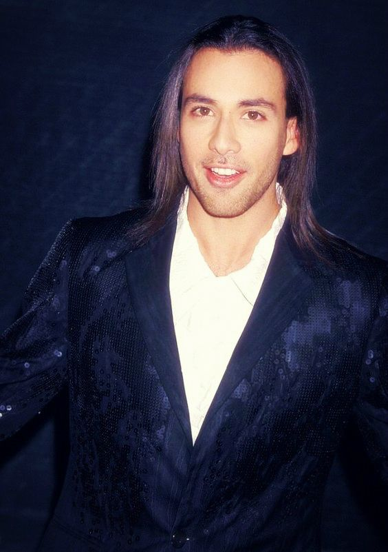 Howie Dorough   Backstreet boys, Boys long hairstyles, How to look better
