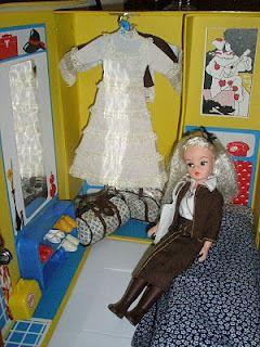 Sindy 1970s Sindy Dolls And Travel Case