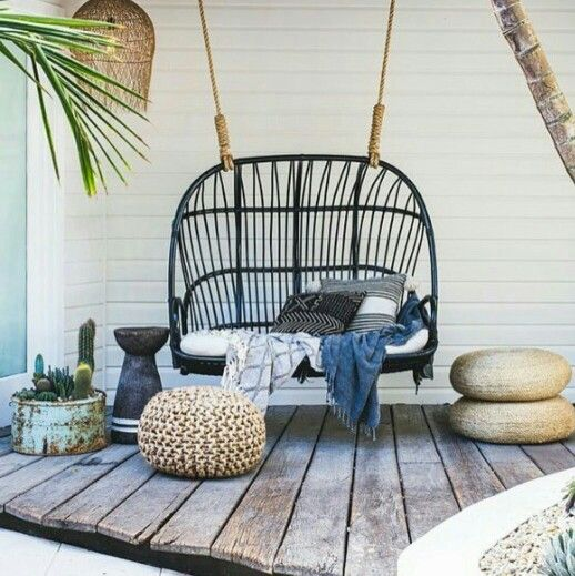 Une petite balancelle suspendue pour profiter de votre terrasse ...