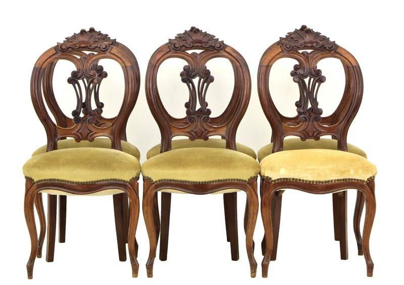 Lote 4004 - CADEIRAS ESTILO LUÍS XV - Conjunto de 6 cadeiras estilo Luís XV em mogno com entalhamentos. Tabelas vazadas. Assentos e estofados em veludo. Dim: 97x46x433 cm. Nota: sinais de uso. - Current price: €190