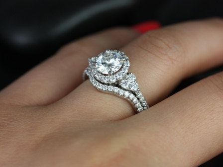 98787f212b307 1.25cts Round Forever One Moissanite Diamonds Cluster Halo 3 Stone ...