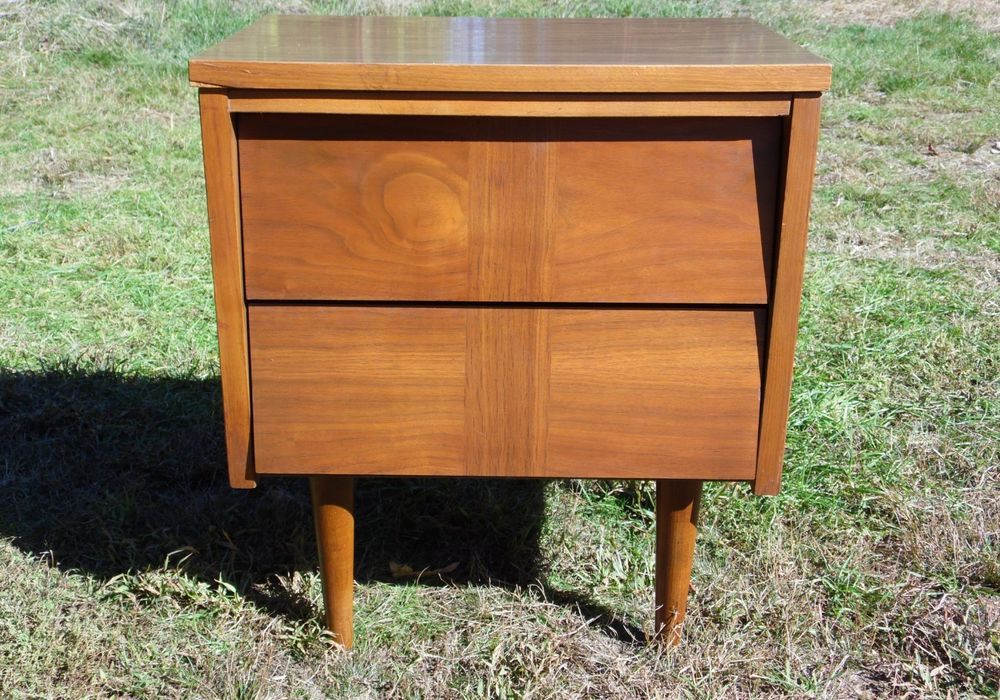 Vintage Mid Century Modern Ward Walnut Nightstand End Table Chest Of Drawers End Tables Walnut Nightstand Mid Century Modern Nightstand