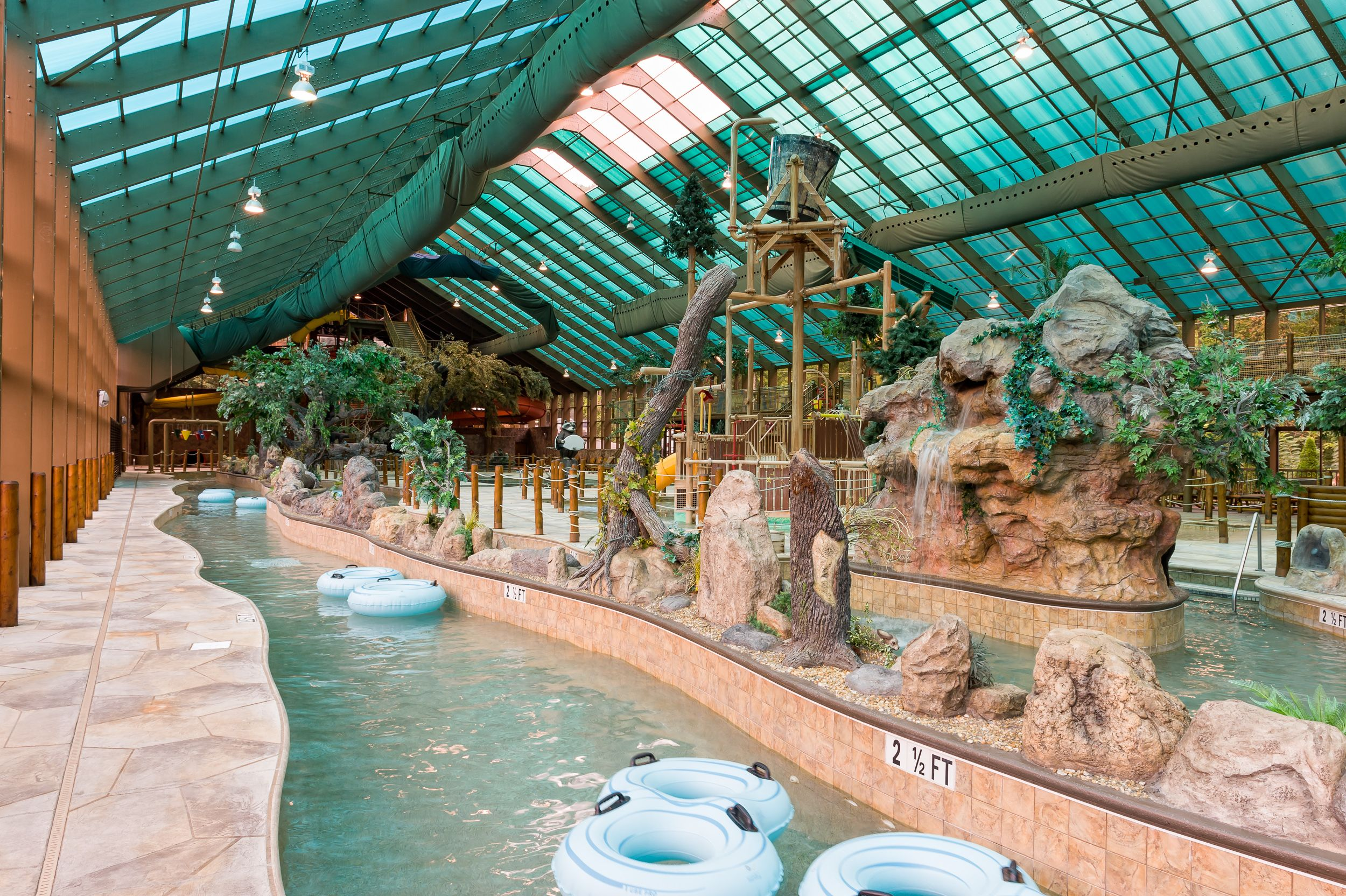 cabin the rentals cabins at in dippin tennessee theater mountains smoky with room testing skinny gatlinburg indoor pool of