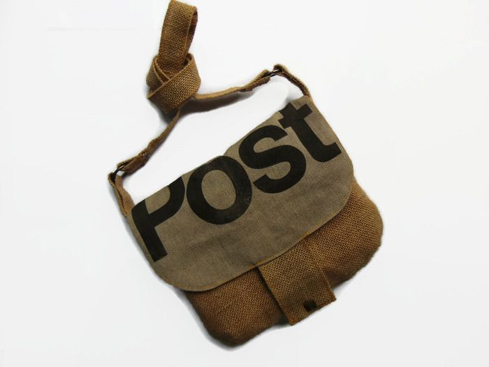 85130ad0fe Sac besace en toile de jute et ancien sac des postes marron, grise et  orange par Pleasant Home : Sacs bandoulière par pleasant-home